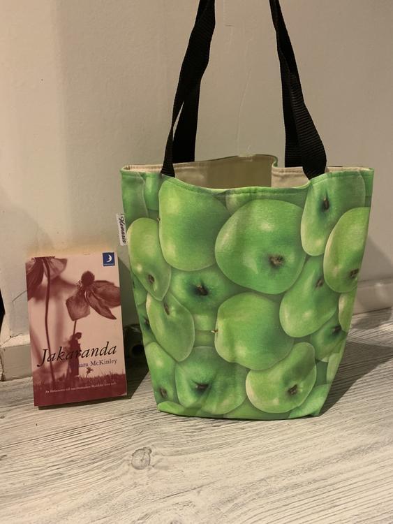 Kasse medium med äpplen