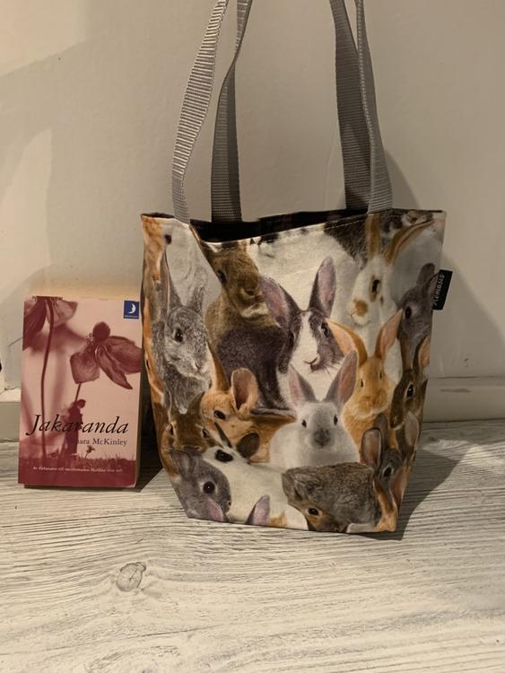 Kasse medium med kaniner