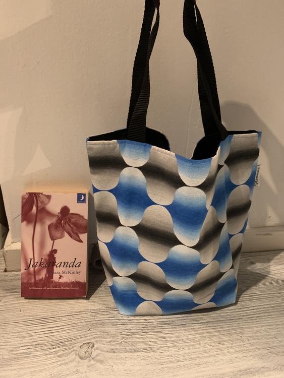 Kasse medium blå/grå vågor