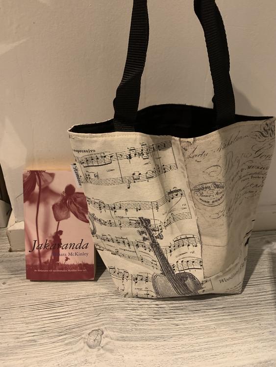 Kasse medium med musikinspiration