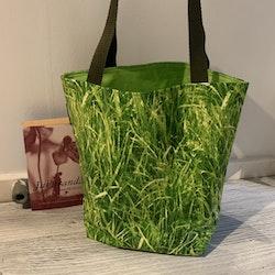 Kasse medium med gräs