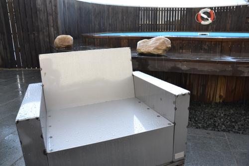 Design fåtölj i plåt LACKERAD SKYLT - EX
