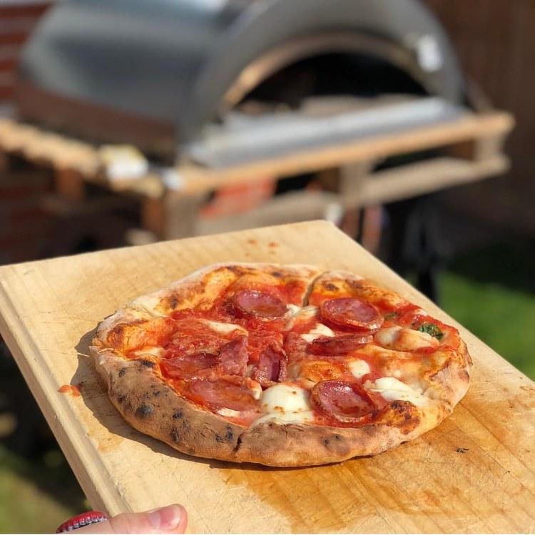 Pizzaiolo pizzaugn Storsäljaren  vedeldad 4 pizzor.