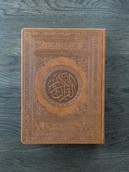 Koranen på arabiska med QR-kod stor