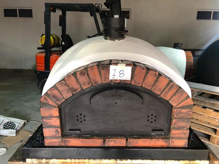 Pizzaugn Modell nr 18 . 100x 100 cm. Isolerad