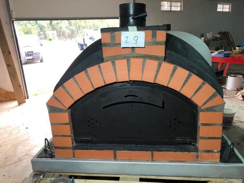 Pizzaugn Modell svart nr 19. 100x 100 cm. Isolerad