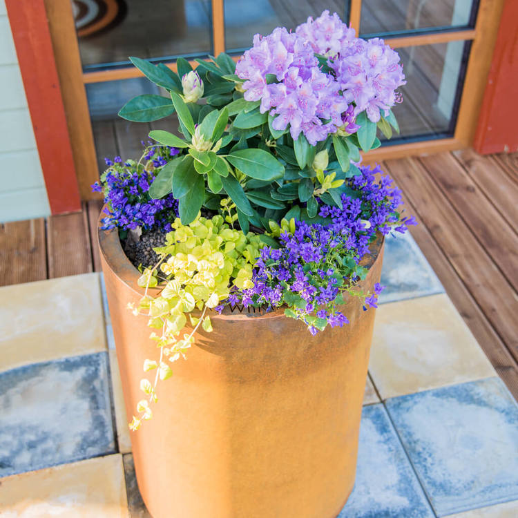Meri- blomkruka i cortenstål