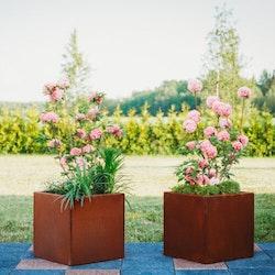 Clara M – blomkruka i cortenstål