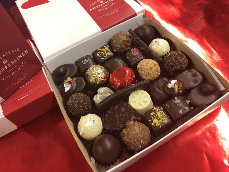 Naturpralinen chokladask, olika storlekar & sorter
