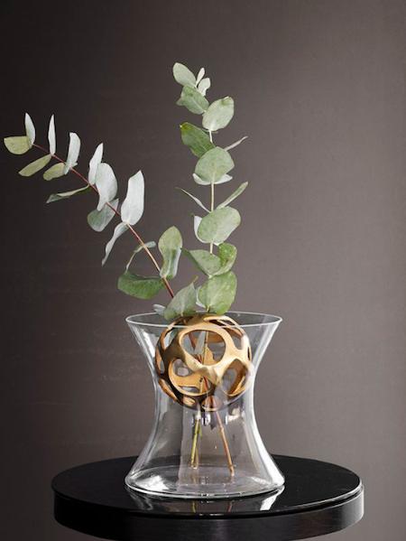 Blomsterfördelare till vas