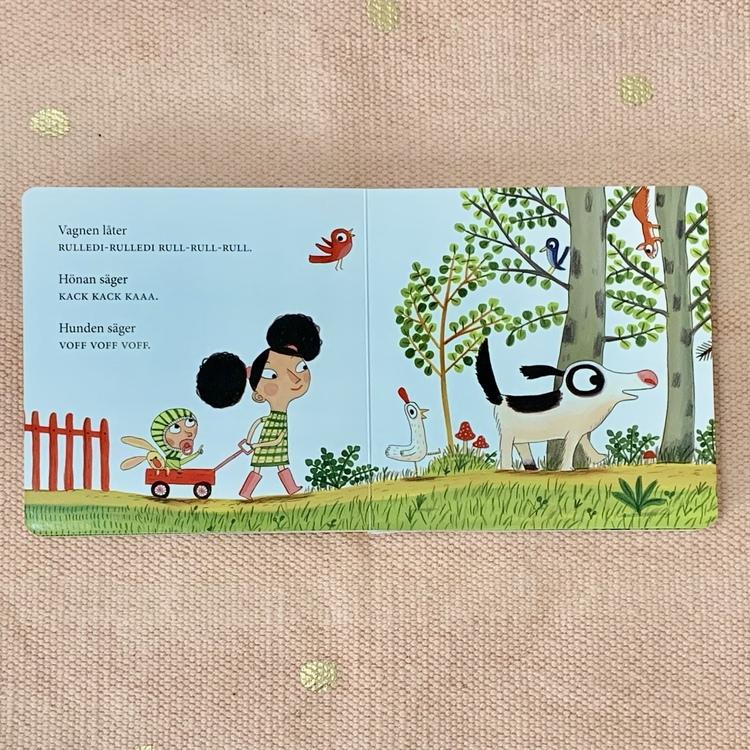 Barnbok Babo pekar, författare Eva Susso, Illustratör Benjamin Chaud, Rabén & Sjögren. Mångfald bland karaktärer där barn med mörk hy är representerade, mixad familj och mixade barn.
