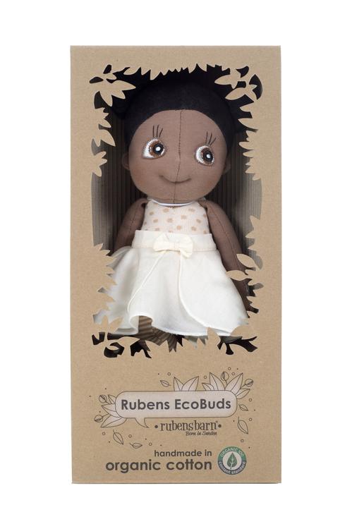 Rubens Ecobuds Poppy, en mjuk ekologisk docka för de minsta barnen från varumärket Rubens Barn. Docka med brun hy som representerar mörkhyade barn.