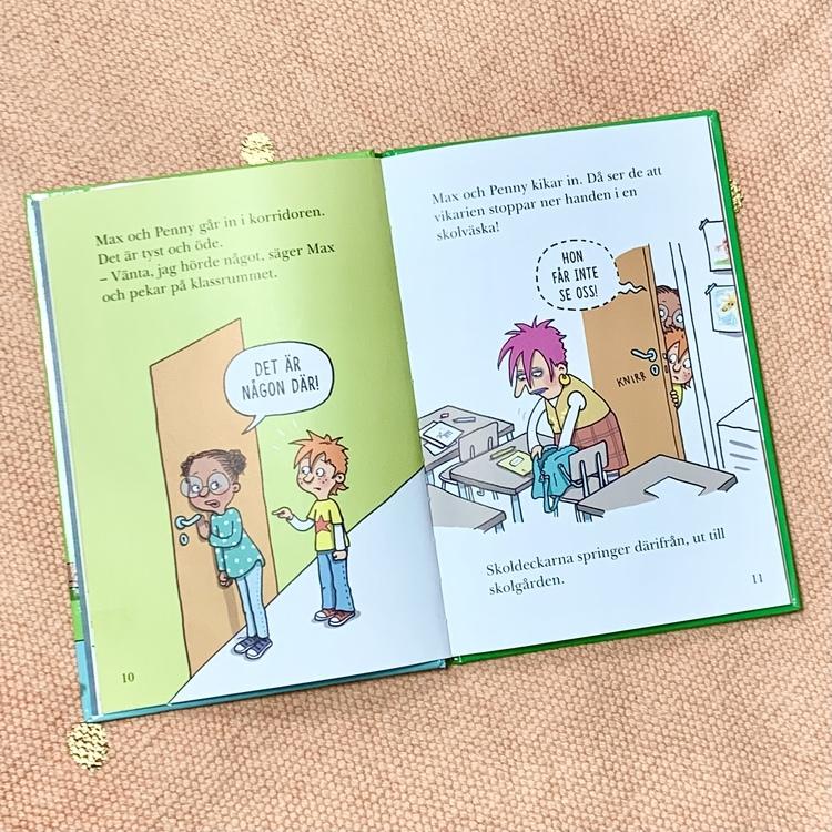 Lättläst bok Mobil-tjuven, bra bok att öva på läsning. Mångfald i boken med olika hudfärger. Senaste boken om Skoldeckarna.