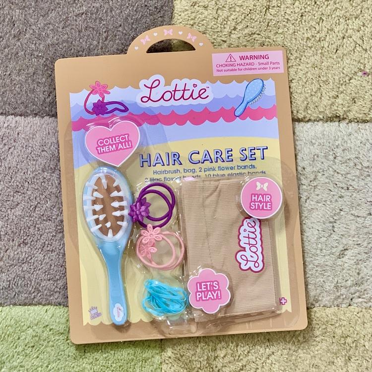 Borste och hårsnoddar till dockor, tillbehör till Lottie dockorna.