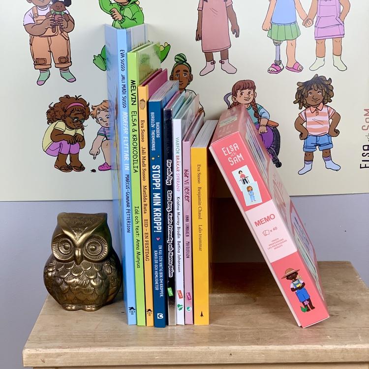 Böcker och leksaker för förskolor, ett färdig förskolepaket med fokus på mångfald.
