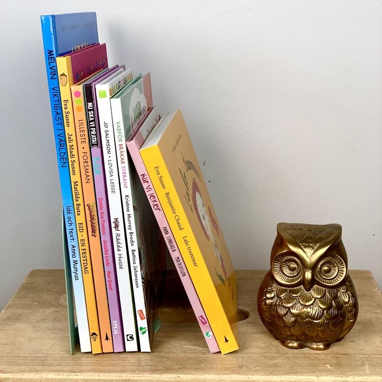 Ett färdigt bokpaket för väntrummet, böcker med mångfald och inkludering i åtanke.