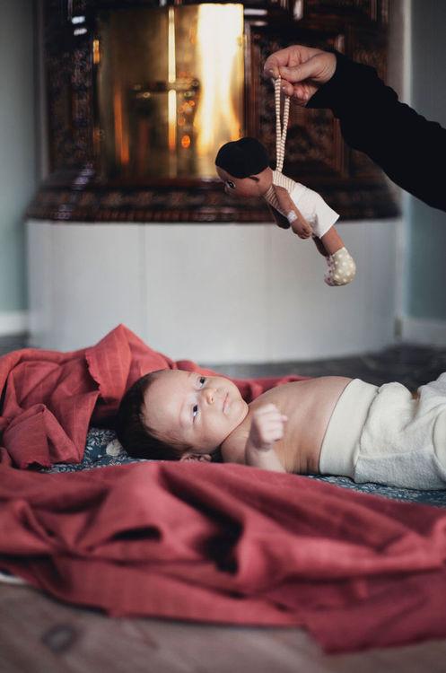 Mini Ecobuds Basil. Mjuk docka i ekologisk bomull, perfekt docka både för bebisar och äldre barn. Handgjord docka från Rubens Barn.
