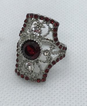 Ring med röda och vita kristaller 16.7 mm