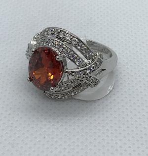 Ring med stor röd kristall 17.5 mm