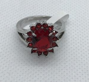 Ring med stor röd kristall 18.5 mm