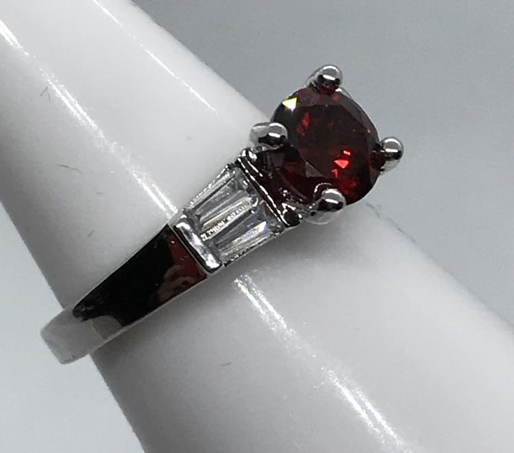 Ring med röd kristall  17 mm