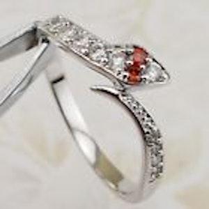 Ring orm, med vita kristaller 17 mm