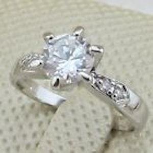 Ring med vit kristall 17 mm