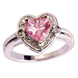 Ring med stor rosa kristall 17.5 mm