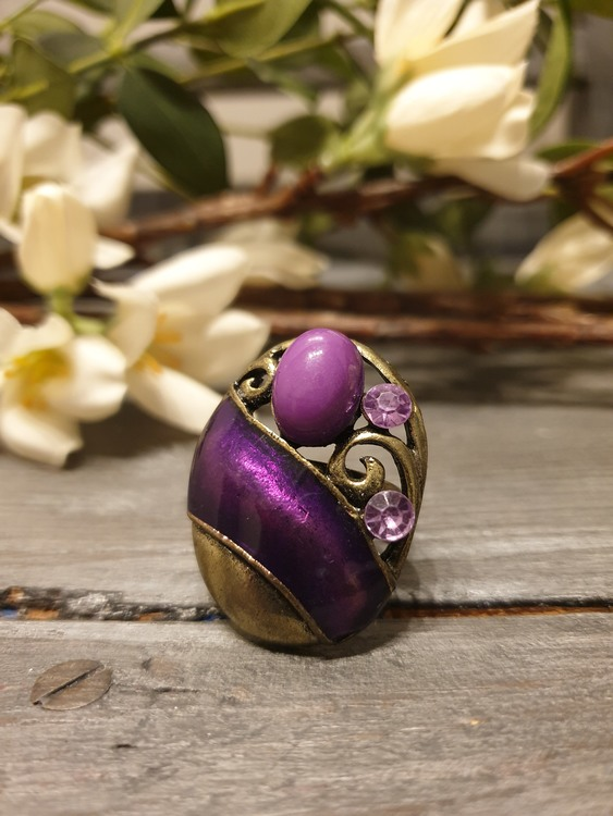 Ring mayly