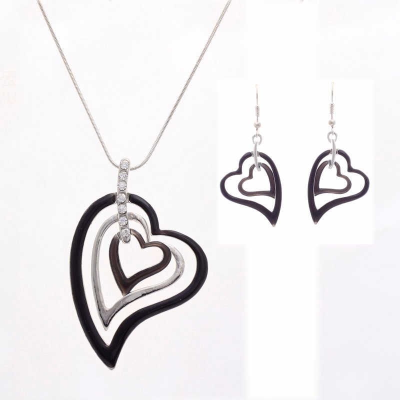 Halsband Mina Tre Hjärtan