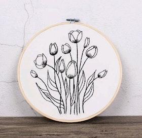 Övriga Broderier Sketched Flowers 20x20