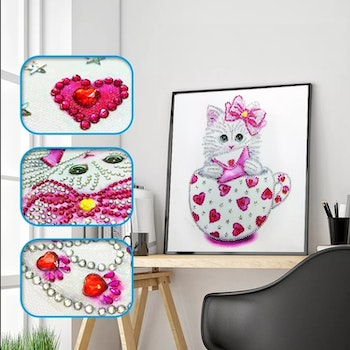 Diamanttavla Special Cat Pink and Red 30x30