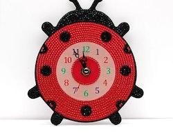 Klocka Nyckelpiga 19x16