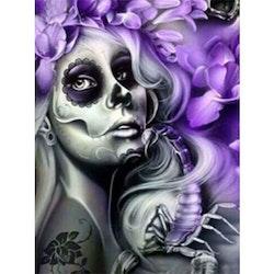 Diamanttavla Scorpion Skull Girl 40x50 - Leveranstid 1-3 Dagar