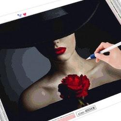 Diamanttavla Woman Black Hat Red Rose 40x50 - Leveranstid 1-3 Dagar