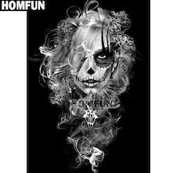Diamanttavla Smokey Skull Girl 50x60