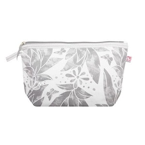 Shyness Necessär Butterfly L Vit/Grå - Cosmetic case Butterfly L White/Grey