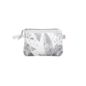 Shyness Necessär Butterfly S Vit/Grå - Cosmetic case Butterfly S White/Grey
