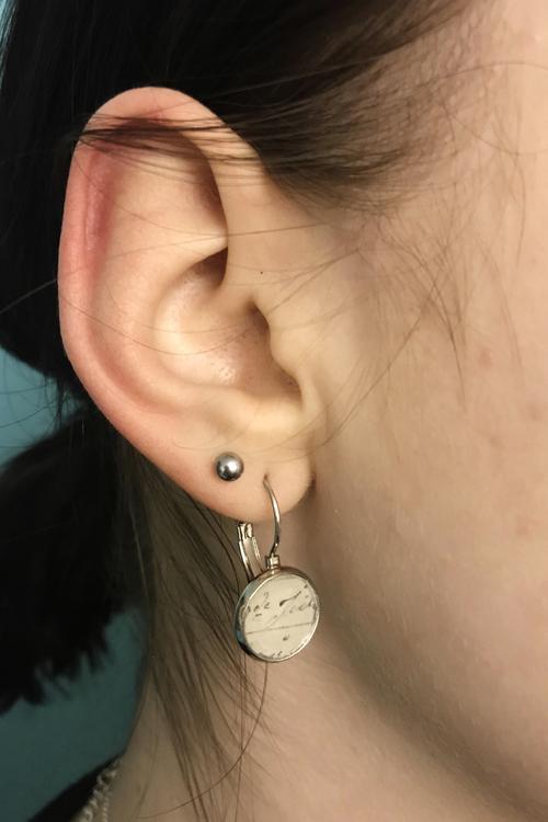 Brev, örhängen