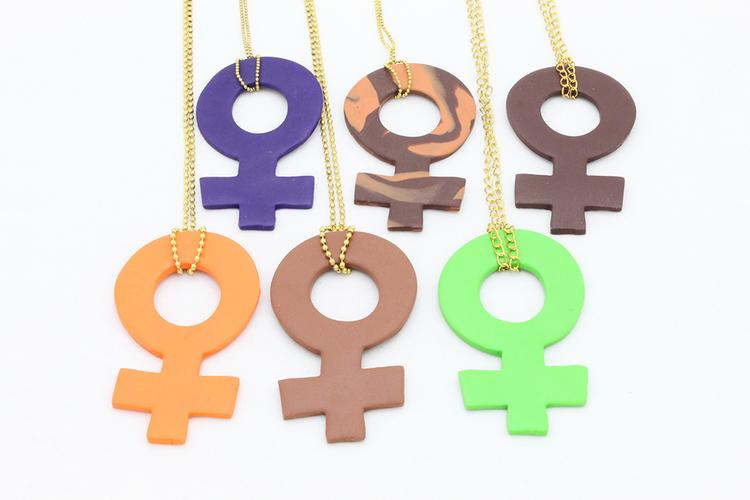 Feminist, stort hänge på kedja