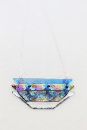 Halsband av handgjort glas