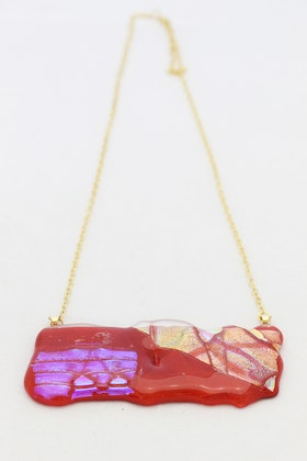 Halsband av handgjort glas i rött