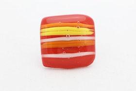 Ring av handgjort glas i rött, gult och orange
