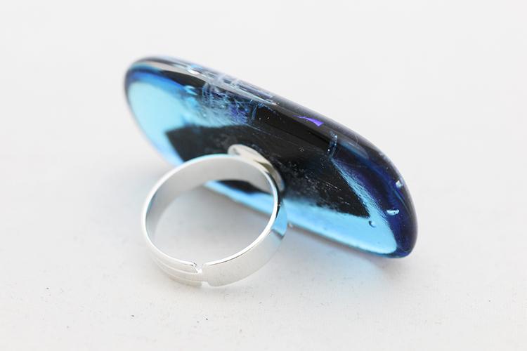 Ring av handgjort glas i blått och turkos