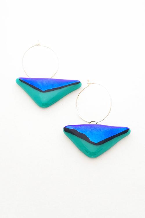 Örhängen av handgjort glas grönt och blått