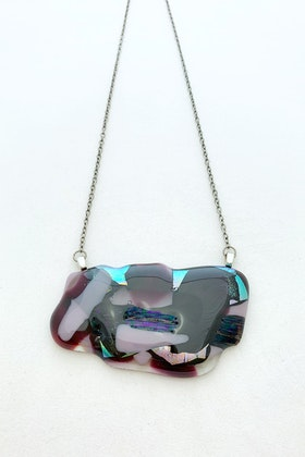Halsband av handgjort glas i lila