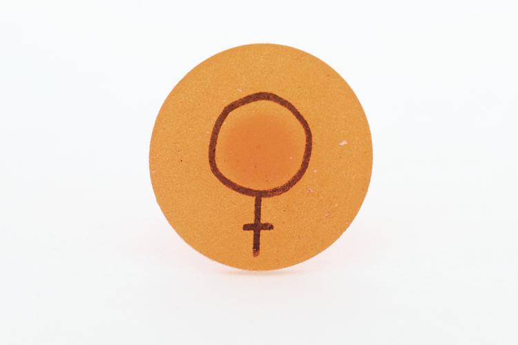 Feminist, ring