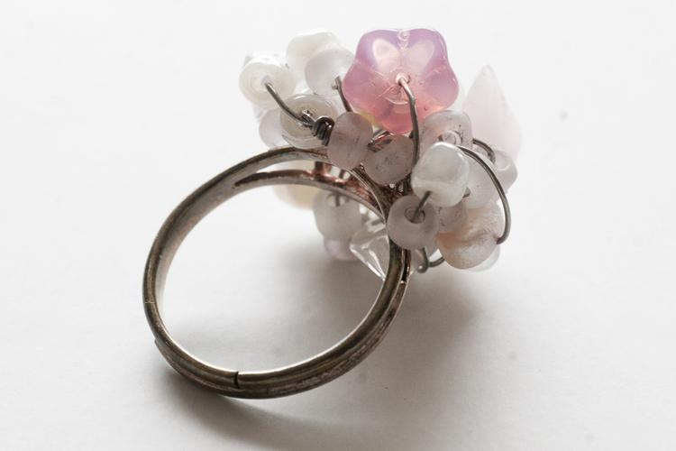 Ring i rosa och vitt