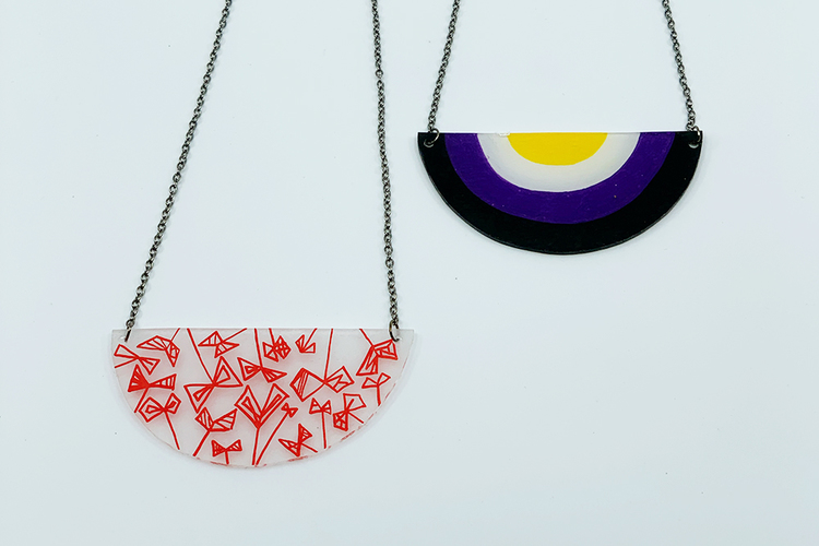 Handmålat halsband