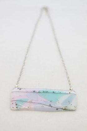 Halsband av handgjort glas i pastell
